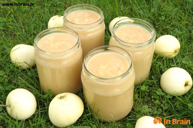 ābolu biezenis ar iebiezināto pienu